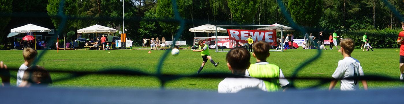 Banner Fussballschuss REWE